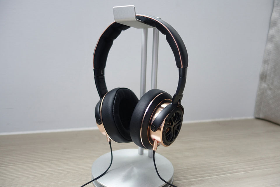 You probably have heard about success of Xiaomi in a field of acoustic technologies. 1MORE Triple Driver Over Ear stands out among its products and drew ...